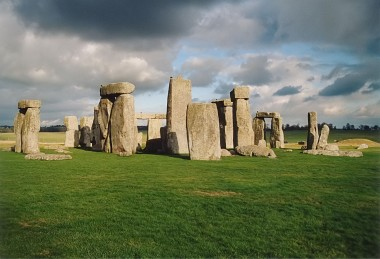 """Stonehenge back wide"" by Frédéric Vincent - Own work. Licensed under CC BY-SA 2.0 via Wikimedia Commons - https://commons.wikimedia.org/wiki/File:Stonehenge_back_wide.jpg#/media/File:Stonehenge_back_wide.jpg"